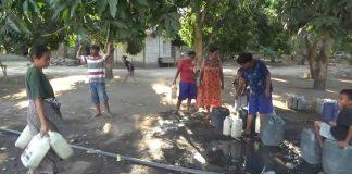 Warga Rela Antri Berjam-jam Demi Air Bersih