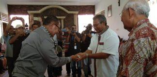 Viktor-Joss Kasih Fortuner VRZ Untuk Uskup Maumere