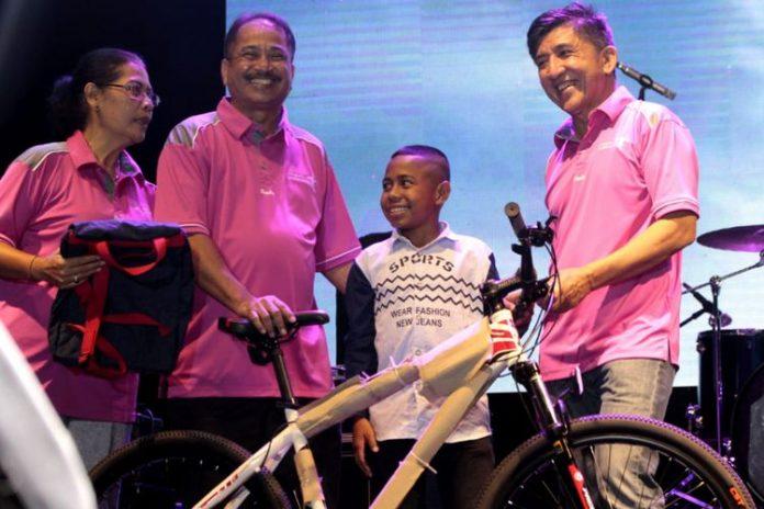 Joni Terima Sepeda dari Jokowi
