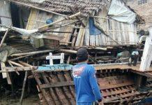 Gelombang Pasang Terjang Dua Rumah di Kampung Wuring