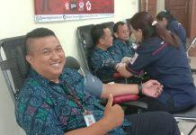 Peringati HUT ke-69, Imigrasi Maumere Sumbang 14 Kantong Darah