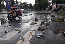 Hujan Deras di Kota Maumere, Sampah Berserakan di Jalan