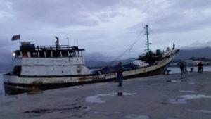 Lanal Maumere Amankan 2 Kapal Layar Motor