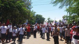 Tiba di Kupang, Jokowi Diadang Ribuan Pendukung