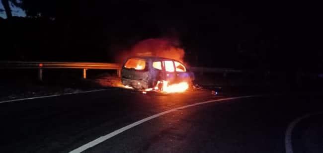 Mobil Polisi Terbakar, Sopir Selamat