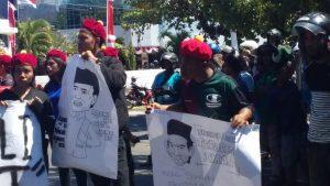 Kapolres Sikka Enggan Bertemu, Demonstran Bakar Karikatur Ustad Somad
