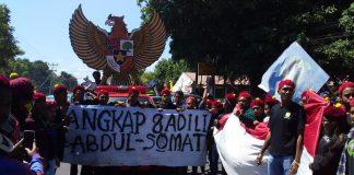 Burung Garuda Temui Demonstran Lawan Ustad Somad