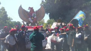 Burung Garuda Temui Demonstran Lawan Ustad Somad Suarasikka