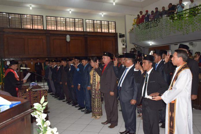 Pimpinan Sementara Keluar Daerah, DPRD Sikka Vakum