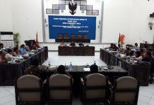 Hari Pertama Sidang, Ketua Sementara DPRD Sikka Kena Semprot