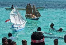 Hanyutkan Miniatur Kapal, Warnai Pesta Laut di Pemana