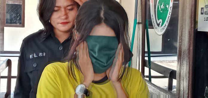 Polisi Cokok Wanita Hamil Pembawa Sabu 2,91 Gram