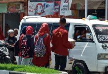 Mahasiswa Edar Kotak Amal untuk MIS Darat Pantai