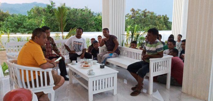 Puluhan Sopir Ekspedisi Ketemu Bupati Sikka, Keluhkan Pelayaran KMP Windu Karsa Dwitya