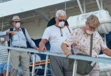 Puluhan Wisman Tiba di Maumere Pakai Masker Tutup Mulut dan Hidung