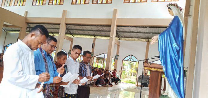 Siswa Seminari BSB Doa Rekonsiliasi di Depan Bunda Maria