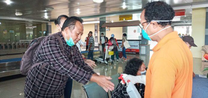Satuan Gugus Tugas Covid Mulai Periksa Penumpang di Bandara Frans Seda Maumere
