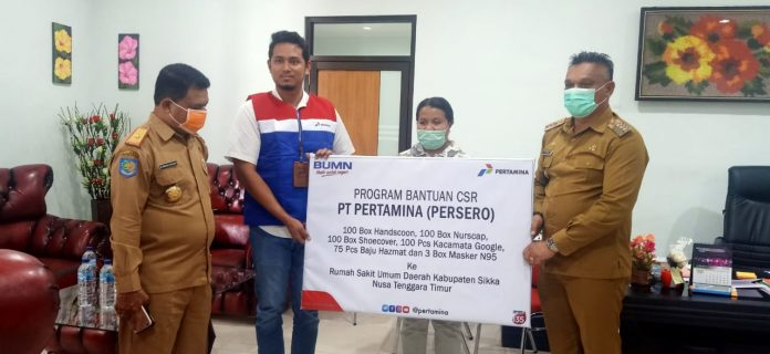 Salurkan APD, Pertamina Maumere Ingatkan Masyarakat Jaga Jarak