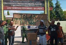 Warga Perumnas Tolak Karantina Penumpang Lambelu di SDI Wairklau