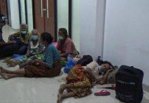Sarana Prasarana Terbatas, Pengungsi Terpaksa Tidur Beralaskan Kardus