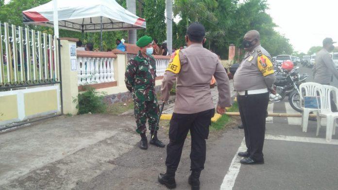 Kapolres dan Dandim di Sikka, Pantau Pengamanan Misa Malam Natal