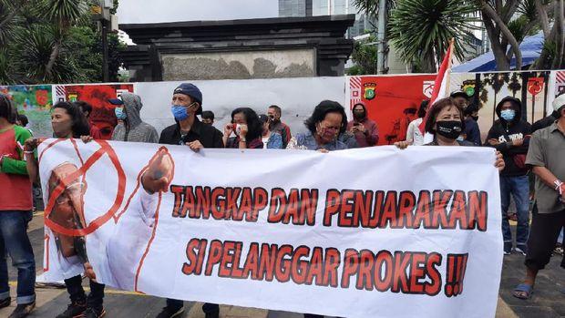 Jelang Rizieq Diperiksa, Massa Demo Minta Polisi Tangkap Pelanggar Prokes