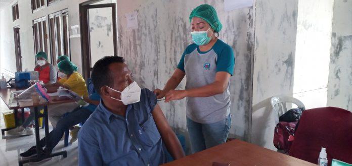 Vaksinasi Gelombang Tiga Sasar 900 Pelayan Publik