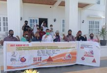 Masyarakat Adat Serah Pangan Lokal kepada Bupati Sikka