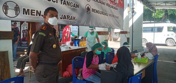 Kado Ultah Kejari Sikka, 500 Masyarakat Disuntik Vaksin Sinovac